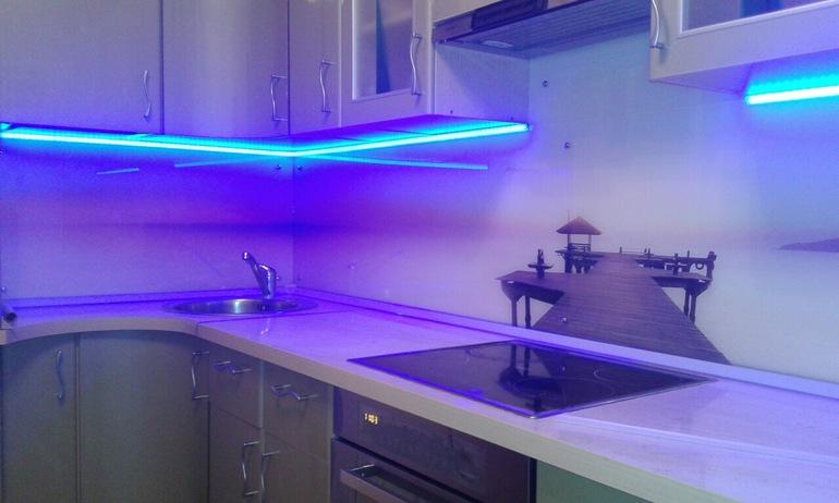 Стеклянный фартук с подсветкой для кухни своими руками 84