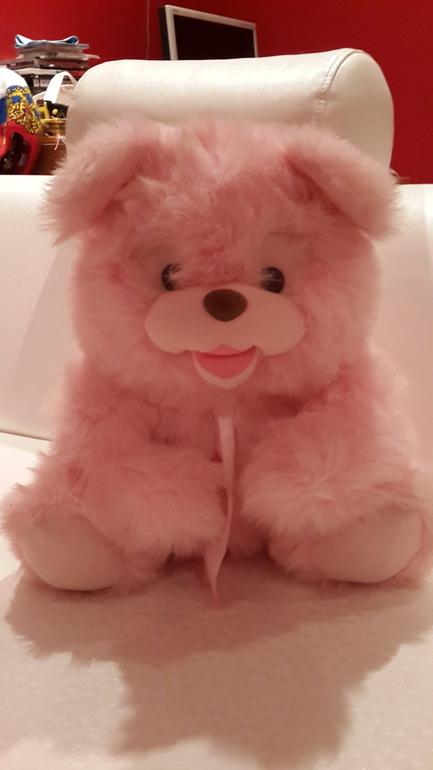 Розовый  медведь  в  добрые  детские  руки  даром.