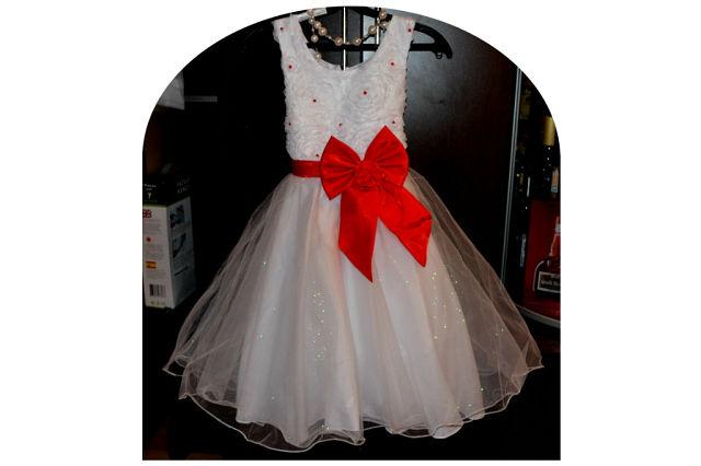 Новое праздничное платье на 6-7 лет  Цена 1400 руб.