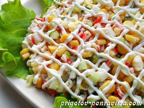 Салат с крабовыми палочками и кукурузой с фото