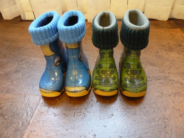 Продам резиновые сапожки Demar р.20-21 (есть синие и зеленые)