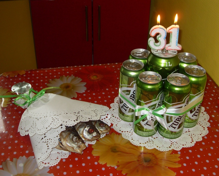 Как сделать подарок из бутылок пива 28