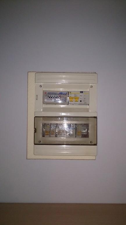 Как спрятать электрощиток в прихожей фото