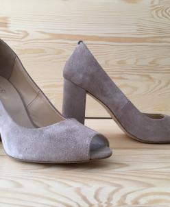 Замшевые туфли.