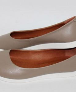Кожаные балетки с заостренным носком.