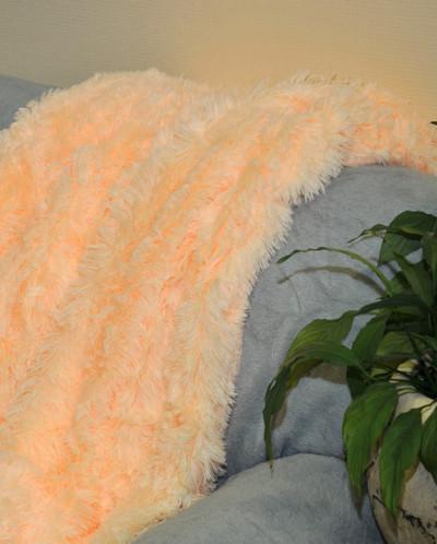 Плед пушистый цвет персик