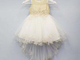 Платье со съёмным шлейфом.