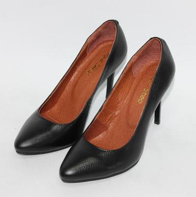 Кожаные туфли лодочки.
