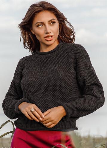 Трендовый свитер черного цвета
