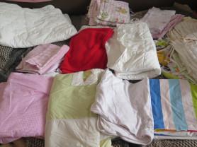 Очень много постельного белья и одеял, пледов (26)