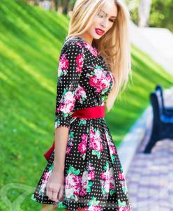 Нежное девичье платье с пышной юбкой
