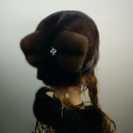 """Меховая шапка """"Бант"""" мех норка. Цвет орех"""