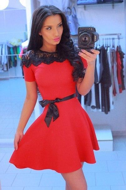 Фото платьев с красным кружевом