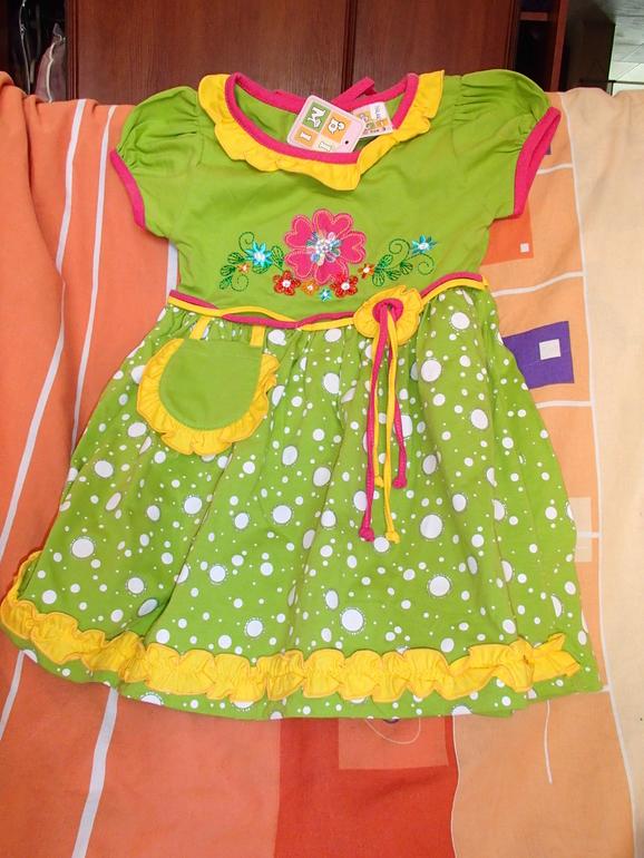Симпатичное платье на 3 г. новое