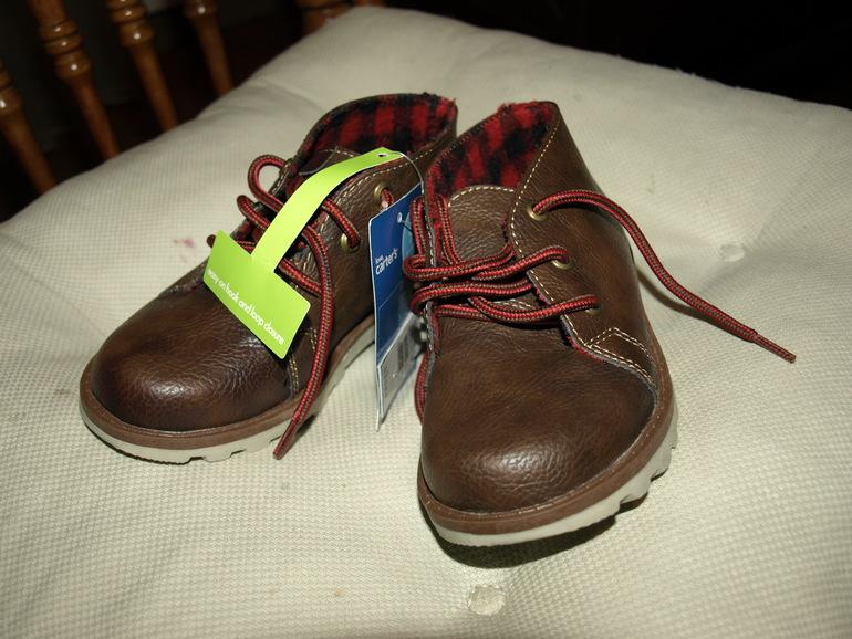 Новые  ботиночки  Carters  26-27  р  1500  руб