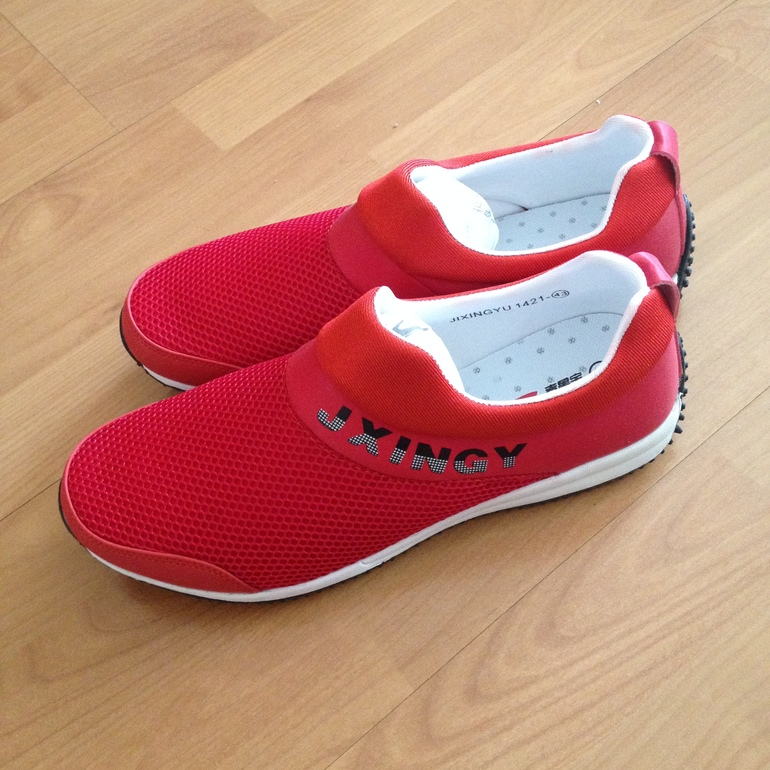 Мужские кроссовки 41-41.5 размер(26 см по стельке) 600 р