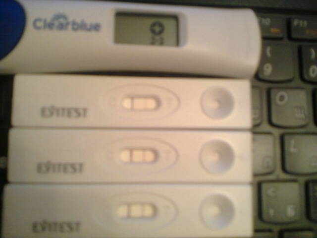 У кого в первый месяц беременности шли месячные