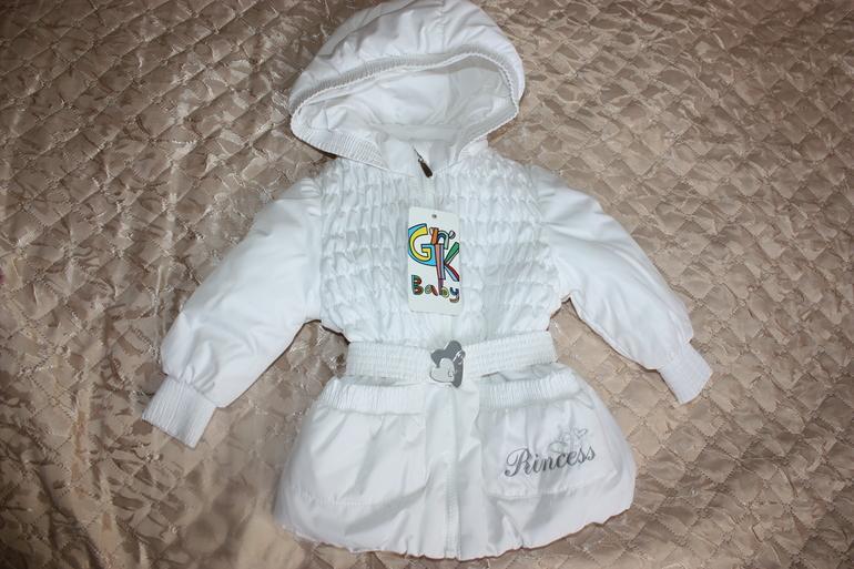 Продам  новую  куртку  gnk  на  рост  74-80  белая.  1700руб.  Москва