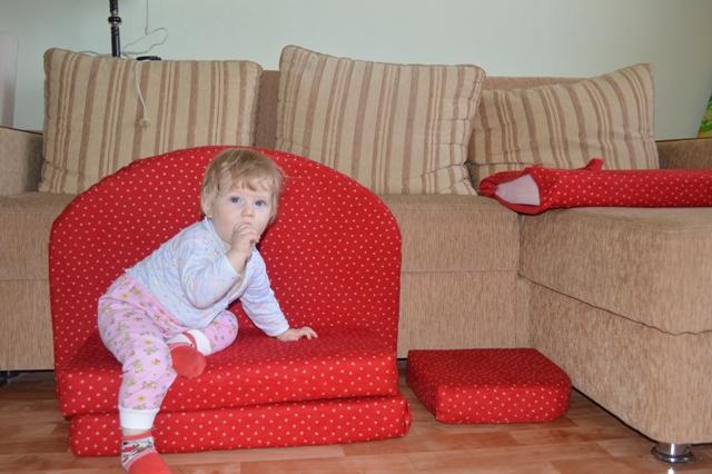 Диванчик для ребенка 3 лет своими руками 21