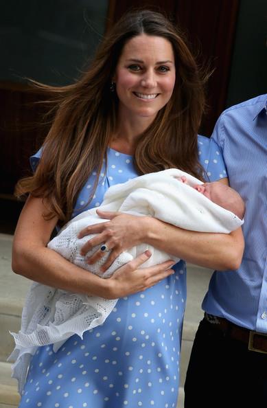 Кейт миддлтон выписка из роддома фото