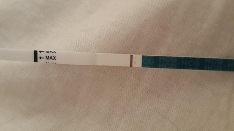 Тест на беременность фото 2 полоски слабая