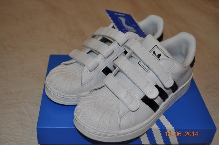 Кроссовки  adidas  (адидас)  18.5  -  19  см  новые