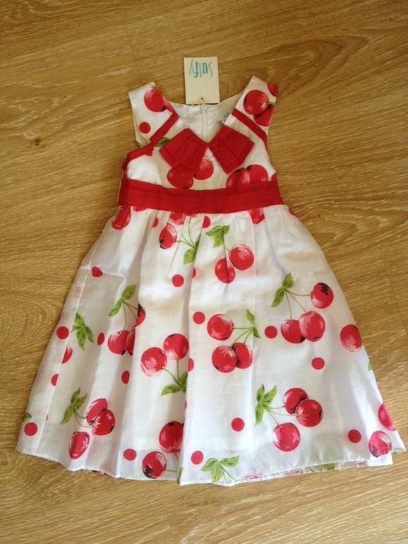 Нарядные  платья  из  Испании  новые,  размер  2Т  по  800  руб.