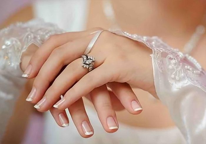 Свадебный французский маникюр невесты