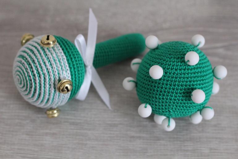 Вязание игрушек для новорожденных крючком 36