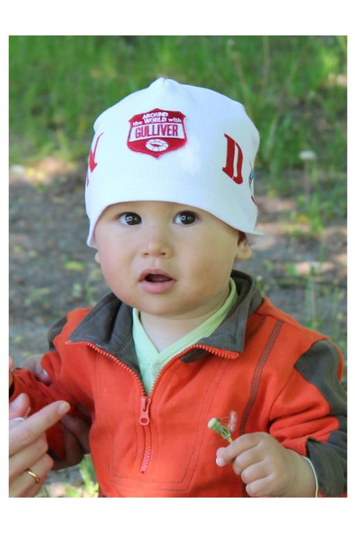 Еще одна шапочка для дочки.