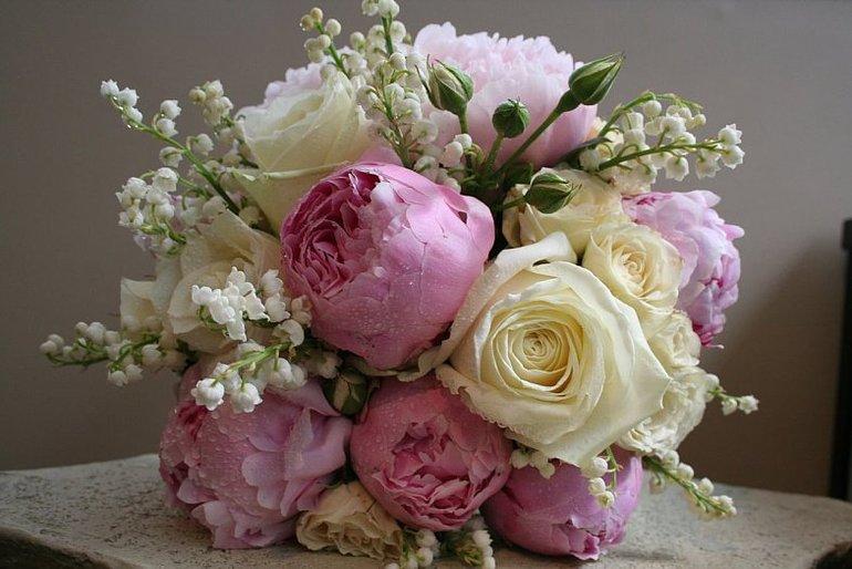 Открытки с розами или пионами 528