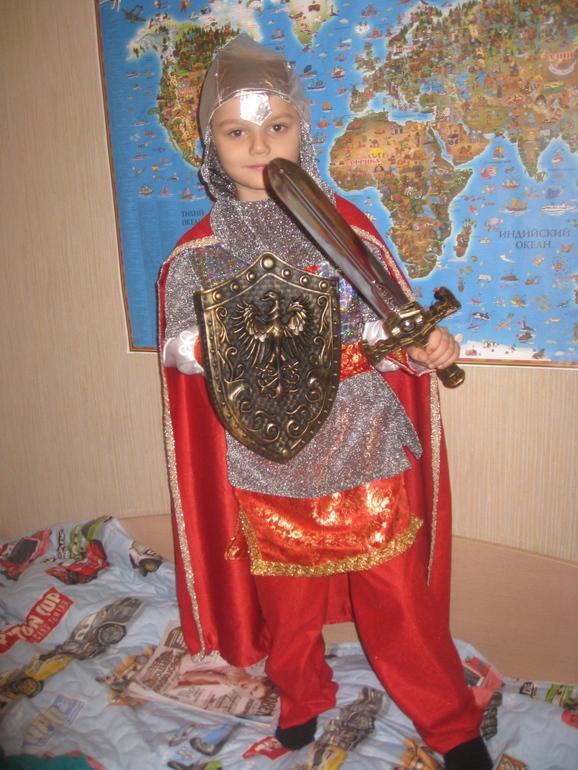 Детские и взрослые карнавальные костюмы оптом