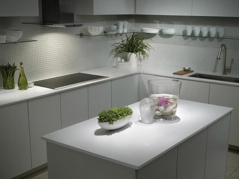Кухонный гарнитур угловой столешница с камня г.нижний новгород кухни закругленная столешница фото
