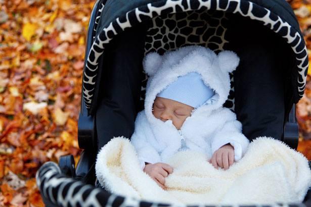 Как одевать новорожденного осенью?