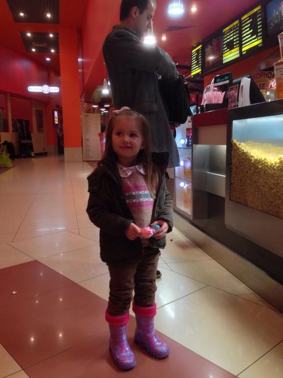 Амалия первый раз в кинотеатре