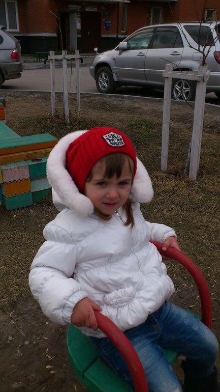 D&G куртка бело-жемчужная для маленькой девочке 18-24мес