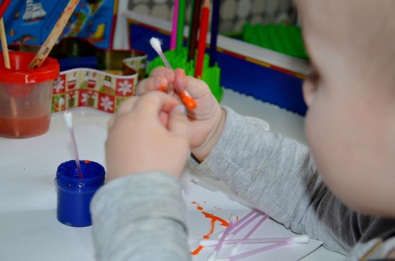 Рисование ватными палочками. Опыт Алисы.