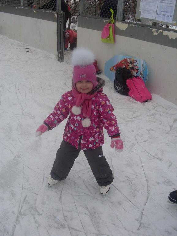 Первый раз на коньках!!!!!!