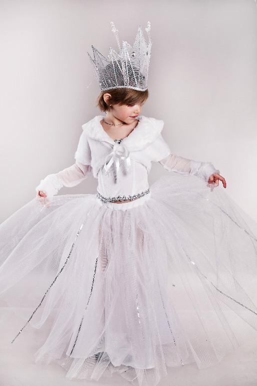 Новогодние костюмы Снежной Королевы для взрослых и детей