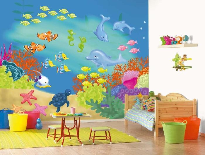 А никому не надо расписать стены в детской комнате?