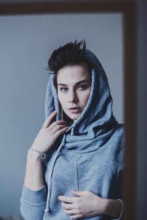 Просто красивая девушка ))