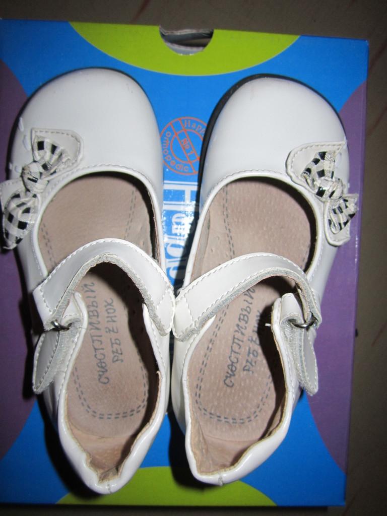 Белые туфельки с бантиками 25