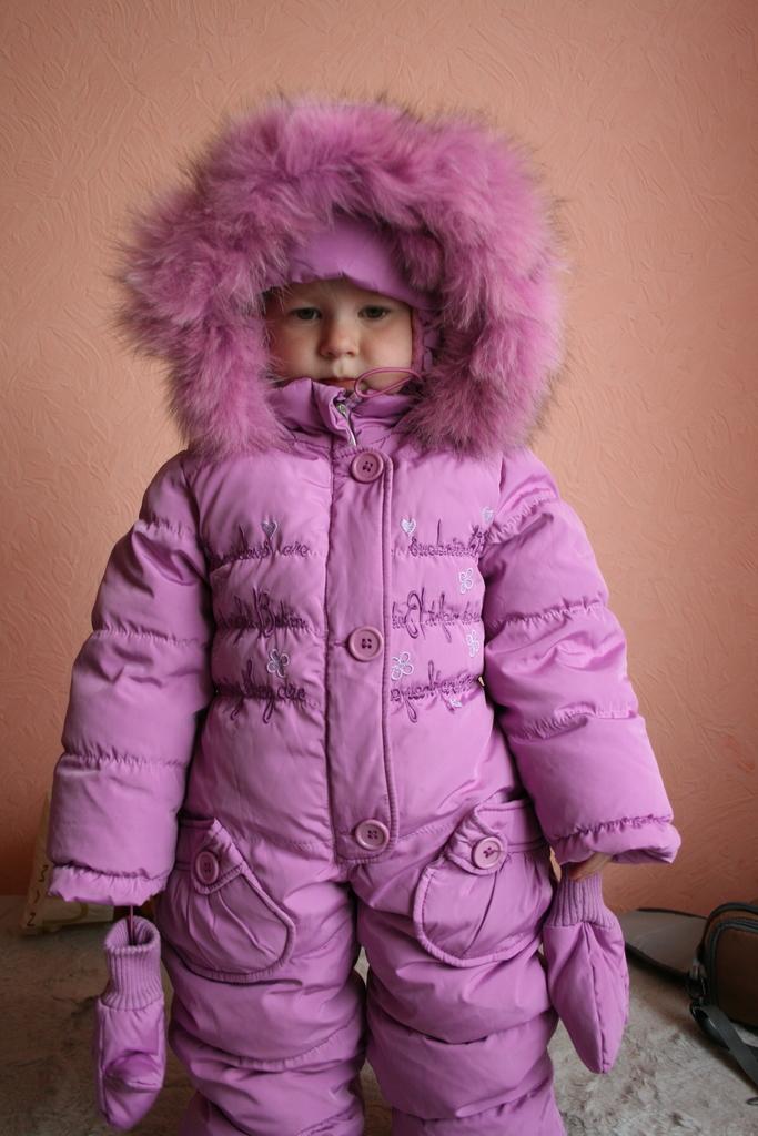 Продам зимний комбинезон на девочку 1-2г