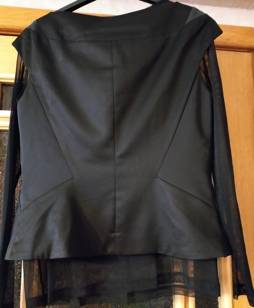 Комплект Lakbi жакет с кофтой размер 48 новый