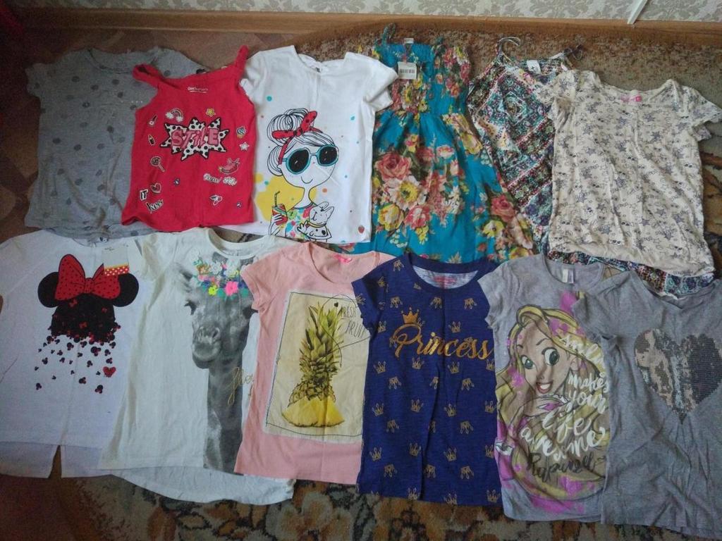 Пакетом фирменные футболки и сарафаны 134-140
