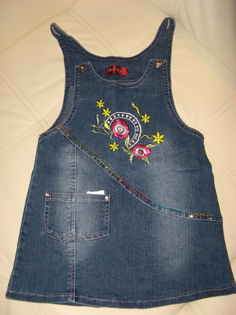 Сарафан джинсовый возраст 3-5 лет, длина 50 см.