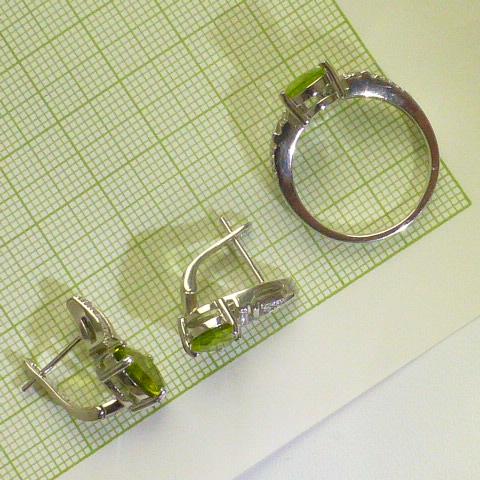 серьги+кольцо гарнитур серебро с перидотом и цркн