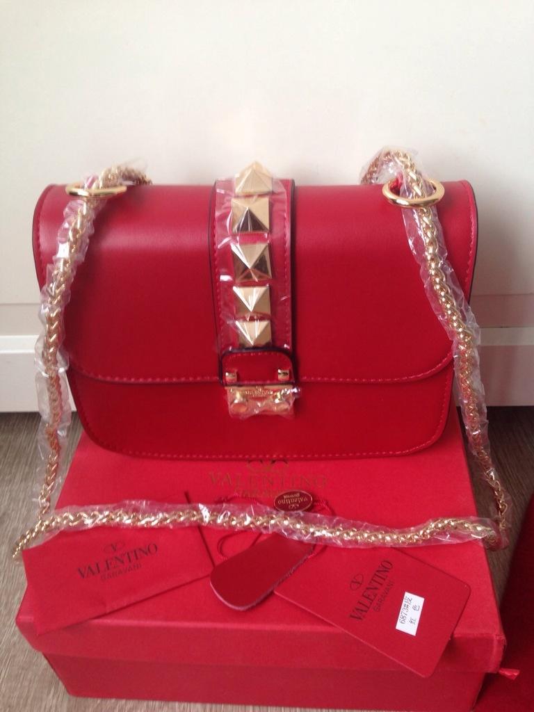Кожаный клатч Valentino купить за 32353 руб в интернет