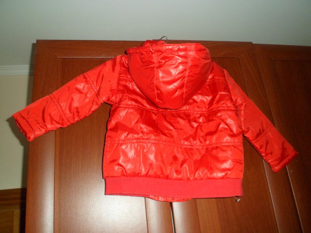 Легкая куртка на мальчика 80-86 см