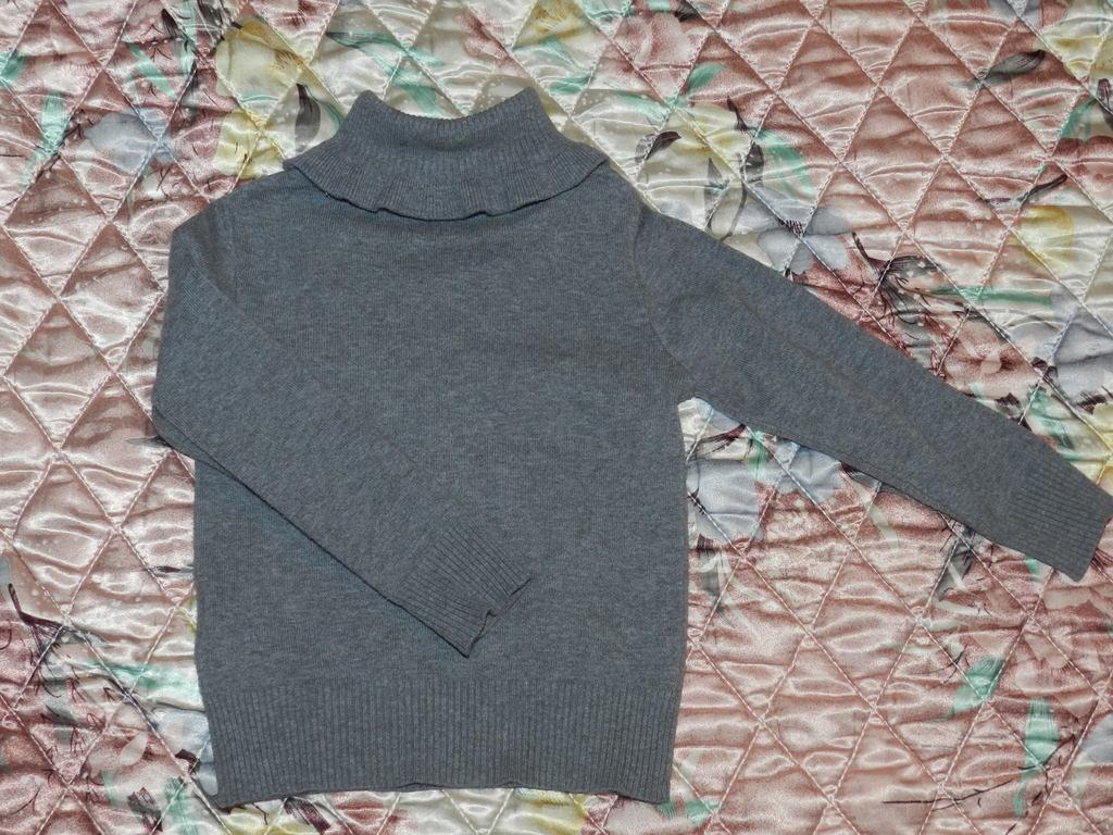 Серый свитер, размер 92
